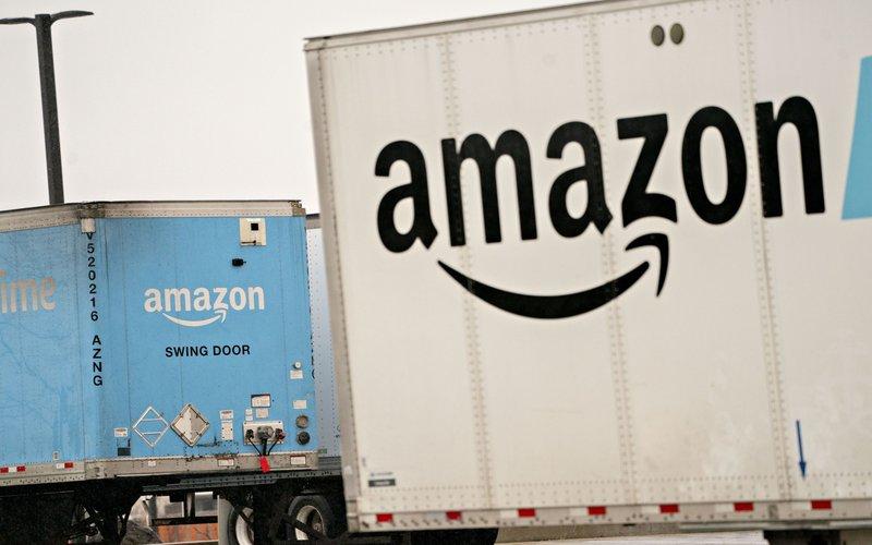 Truk Amazon di fasilitas Fullfillment Center di Baltimore, AS -  Bloomberg/Andrew Harrer