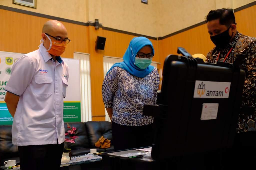 Proses Test PCR di Kabupaten Bogor.
