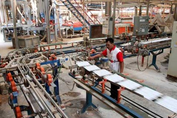 Ilustrasi pabrik keramik.  - Bisnis.com