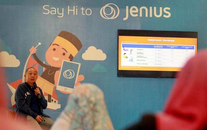 Value Proposition and Product Head, Deputy Head of Digital Banking Bank BTPN Irwan Sutjipto Tisnabudi memberikan penjelasan tentang produk Jenius di Makassar, Sulawesi Selatan, Rabu (20/3/2019). - Bisnis/Paulus Tandi Bone