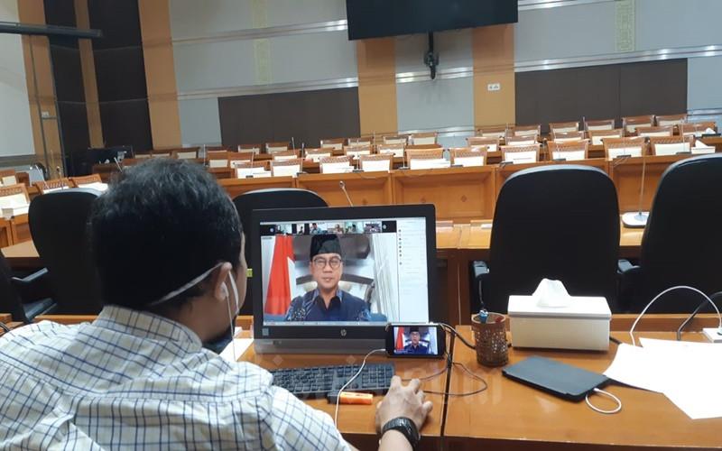 Ilustrasi - Suasana rapat kerja virtual di ruang Rapat Komisi VII DPR hari ini dengan Kementerian Agama yang dipimpin oleh Pimpinan Komisi VIII, Yandri Susanto dari Fraksi PAN. JIBI - Bisnis/John Andi