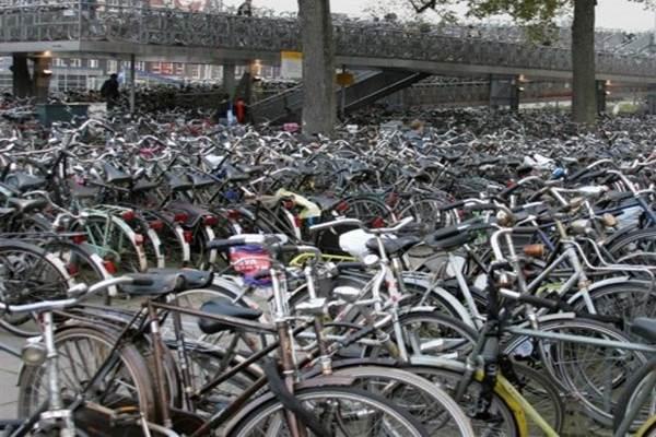 Ilustrasi tempat parkir sepeda - Reuters