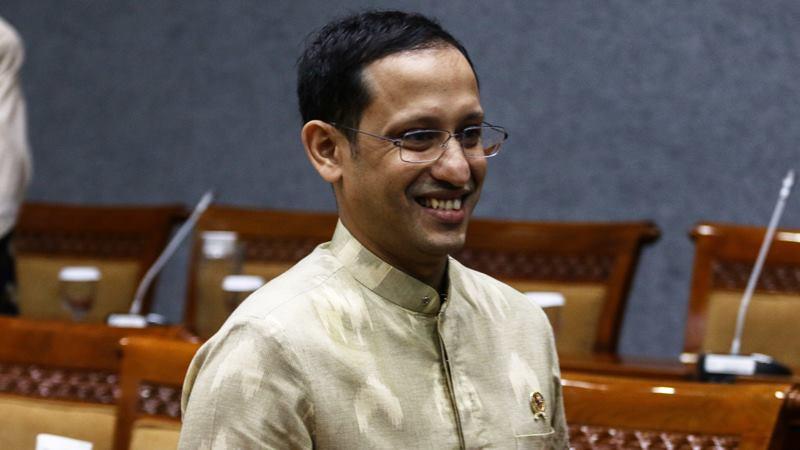 Mendikbud Nadiem Makarim bersiap mengikuti rapat kerja dengan Komisi X DPR di Kompleks Parlemen, Senayan, Jakarta, Kamis (20/2/2020). - ANTARA / Rivan Awal Lingga.