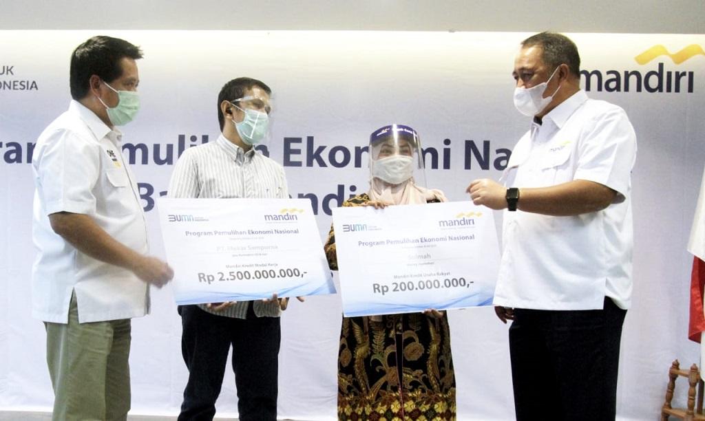 Foto: Penyerahan Dana Program Pemulihan - Dok. Bank Mandiri.