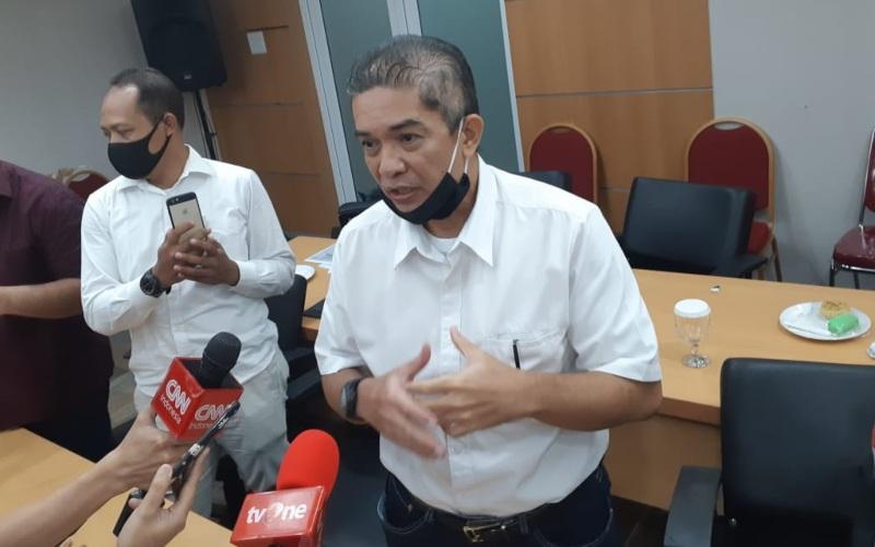 Direktur Utama PT Pembangunan Jaya Ancol Tbk. (PJAA) Teuku Sahir Syahali memberi keterangan kepada awak media di Ruang Rapat Komisi B DPRD DKI Jakarta, pada Rabu (8/7 - 2020).
