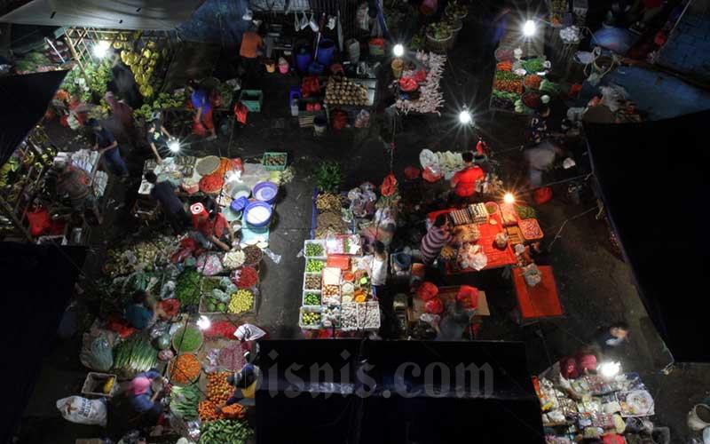 Aktivitas jual/beli di Pasar.