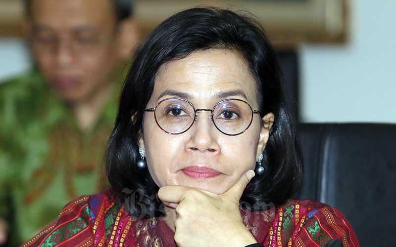 Menteri Keuangan Sri Mulyani menjawab pertanyaan wartawan usai melakukan pelaporan Surat Pemberitahuan (SPT) Tahunan di Kantor DJP, Jakarta, Selasa (10/3/2020). Bisnis - Eusebio Chrysnamurti