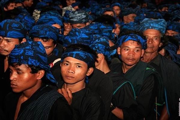 Warga Baduy mengikuti prosesi upacara Seba di Pendopo Gubernur Banten, di Serang - Antara
