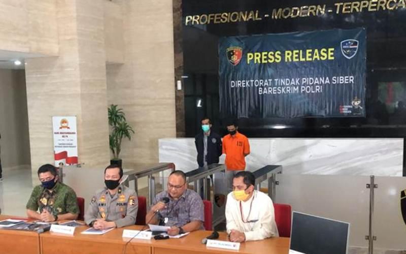 Polisi telah menangkap pelaku pembobolan secara ilegal data milik Denny Siregar. - Bisnis/Sholahuddin Al Ayyubi