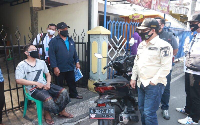 Wali Kota Malang Sutiaji (kanan) saat meninjau Kel. Mergosono, Jum'at (10/7/2020). - Istimewa