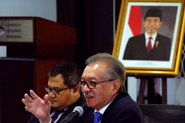 Ketua Dewan Komisioner Lembaga Penjamin Simpanan (LPS) Halim Alamsyah (kanan) memberikan penjelasan pada konferensi pers, di Jakarta, Rabu (18/7/2018). - JIBI/Nurul Hidayat