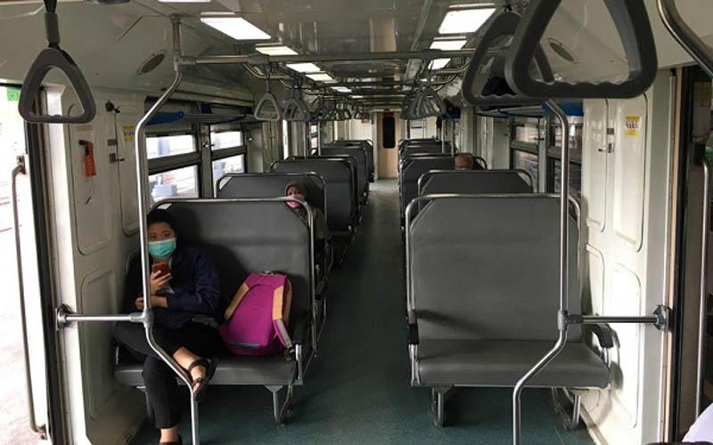 Kondisi lengang di dalam gerbong KA Prameks tujuan Solo - Jogja, Sabtu (21/3/2020).  - JIBI/Farida Trisnaningtyas