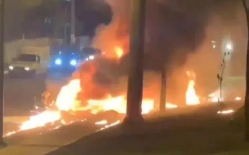 Kobaran api saat pesawat jatuh