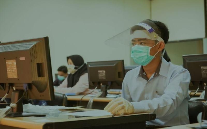 Pelaksanaan Ujian Tulis Berbasis Komputer (UTBK) di Universitas Airlangga Surabaya. - Antara\n\n