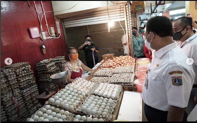 Gubernur DKI Jakarta memastikan pasar tradisiona di Jakarta menerapkan protokol kesehatan. - Instagram @aniesbaswedan