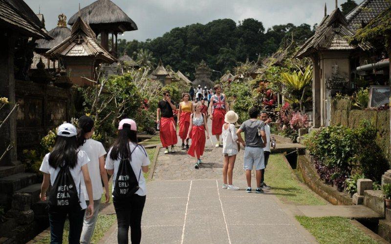Desa wisata dibentuk untuk memberdayakan masyarakat agar dapat berperan sebagai pelaku langsung dalam meningkatkan kesiapan dan kepedulian dalam menyikapi potensi dan daya tarik pariwisata di wilayah mereka. - Kemenparekraf