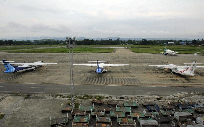 Sejumlah pesawat terbang terparkir di Bandara Sentani, Jayapura, Papua, Rabu (10/6/2020). Bandara Sentani mulai dibuka kembali yang melayani penerbangan seperti rute langsung dari Jakarta ke Jayapura atau sebaliknya. - Antara/Gusti Tanati
