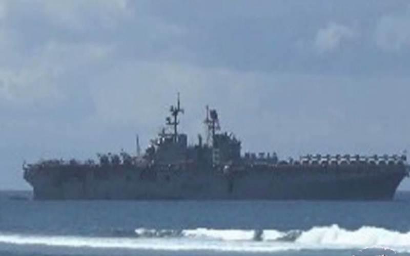 Kapal perang Amerika Serikat USS BonHomme-Richard Lhd 6 - ANTARA/Pande Yudha