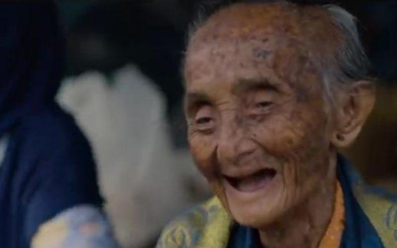 Mbah Lindu disebut-sebut sebagai penjual gudeg tertua di Yogyakarta. Dia sendiri lupa sudah berapa lama berjualan gudeg. - Netflix