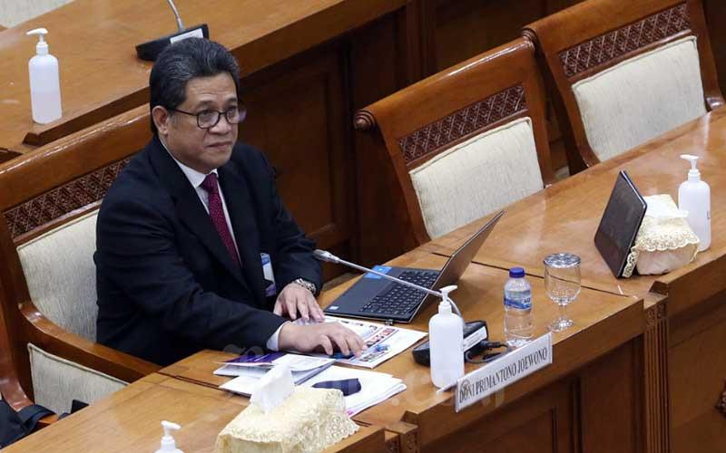 Calon Deputi Gubernur Bank Indonesia Doni Primanto Joewono mengikuti uji kelayakan dan kepatutan oleh Komisi XI DPR di Kompleks Parlemen, Senayan, Jakarta, Rabu (8/7/2020). Bisnis - Eusebio Chrysnamurti