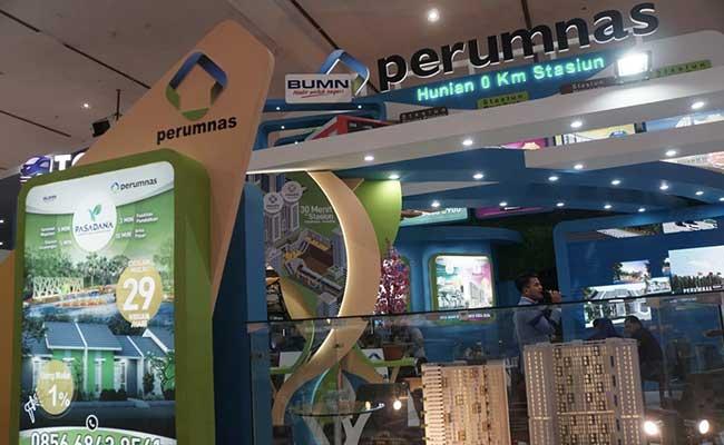 Pengunjung mencari informasi pada pameran Indonesia Properti Expo (IPEX) 2020 di JCC Senayan, Jakarta, Sabtu (15/2/2020). Bisnis - Himawan L Nugraha