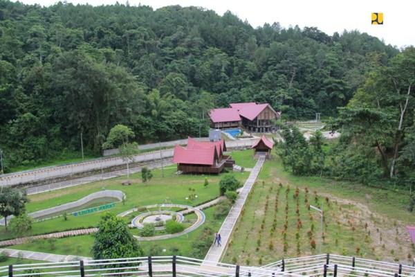 Ilustrasi - Selayang Pandang kawasan Kebun Raya Kendari, Sulawesi Tenggara, dari atas Bukit. - Bisnis/PUPR
