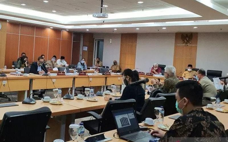 Suasana rapat bersama PT Jakarta Propertindo (Jakpro) bersama Komisi B DPRD DKI Jakarta, Senin (13/7/2020). - Antara