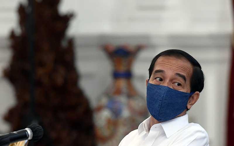 Ilustrasi-Presiden Joko Widodo saat bersiap memimpin rapat terbatas (ratas) di Istana Merdeka, Jakarta, Selasa (7/7/2020). - Bisnis/Hafidz Mubarak A