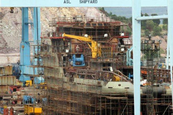 Aktifitas pembutan kapal di Batam, beberapa waktu lalu. Industri galangan kapal nasional tidak mengalami pertumbuhan berarti pada tahun ini. Kalangan pengusaha ingin lebih dulu meminta insentif fiskal kepada pemerintah. - Bisnis/Dedi Gunawan