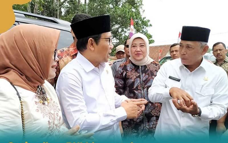 Bupai OKI Iskandar (kanan) saat menerima kunjungan Menteri Desa, Pembangunan Daerah Tertinggal, dan Transmigrasi Abdul Halim Iskandar, beberapa waktu lalu. - Istimewa