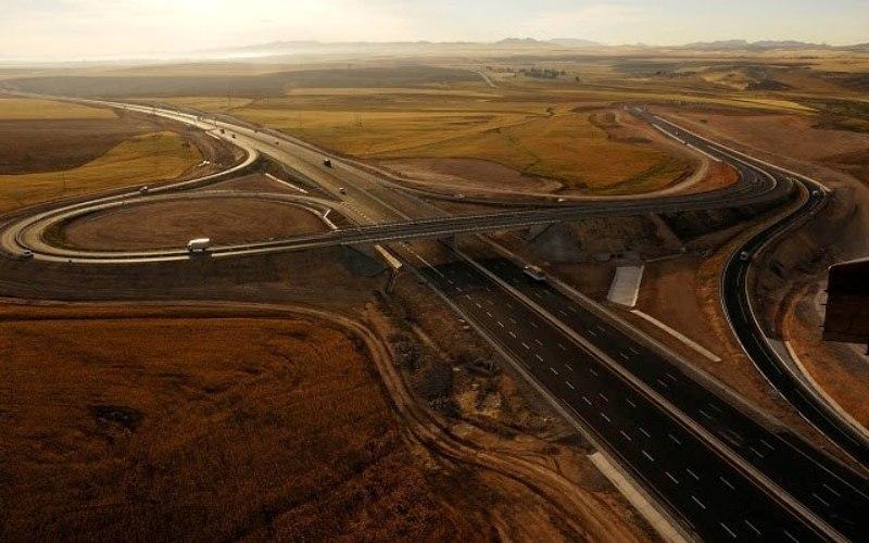 Proyek Jalan Raya Timur-Barat menandai ekspansi WIKA ke Aljazair. Dalam proyek ini, WIKA membangun sekira 100 km Proyek East-West Motorway yang merupakan proyek Pemerintah Aljazair. - Facebook WIKA Aljazair