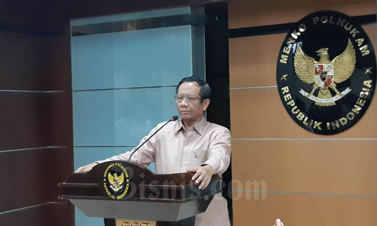 Menko Polhukam Mahfud MD meminta kepala daerah tidak menimbulkan kepanikan terkait penanggulangan virus Corona - Bisnis/Nindya Aldila