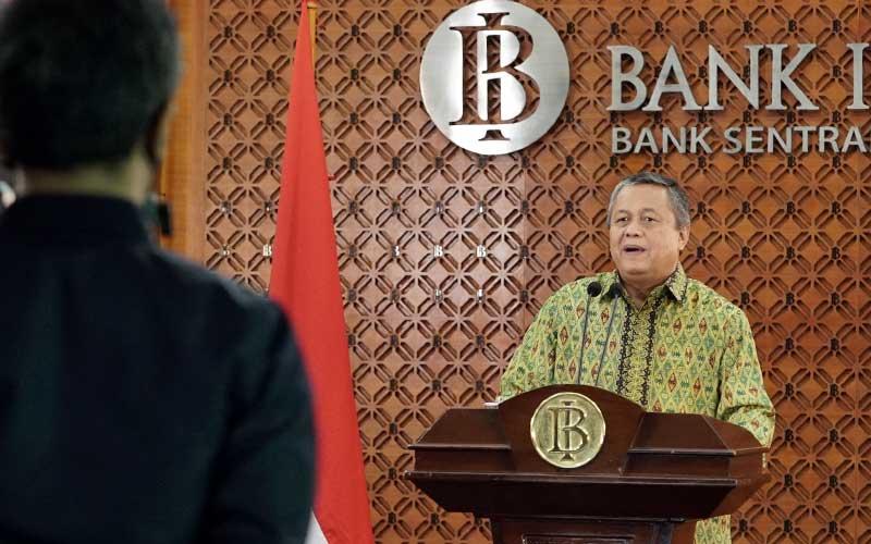 Gubernur Bank Indonesia Perry Warjiyo memberikan keterangan melalui streaming di Jakarta, Kamis (9/4 - 2020). Dok. Bank Indonesia