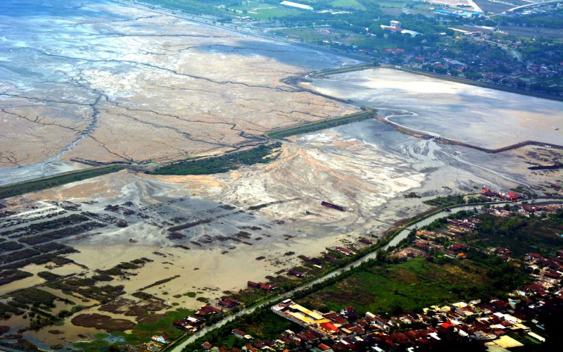 Area terdampak lumpur di area pengeboran minyak Brantas yang dikelola Lapindo. - Antara