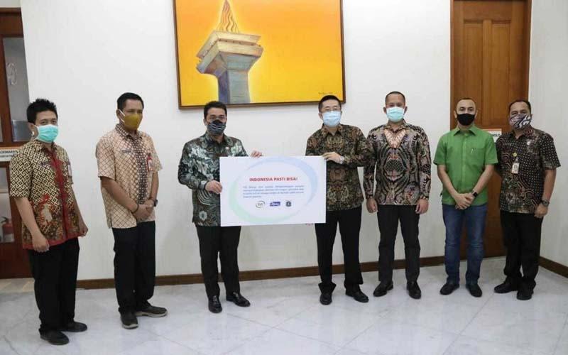 Yili Group dan PT Green Asia Food Indonesia (GAFI) mendonasikan 2.000 es krim untuk didistribusikan ke empat hotel di DKI Jakarta yang menjadi tempat para tenaga medis beristirahat. Selain itu, sumbangan lainnya berupa lima pembersih tangan portabel untuk lima rumah sakit umum daerah (RSUD) di DKI Jakarta. - Istimewa