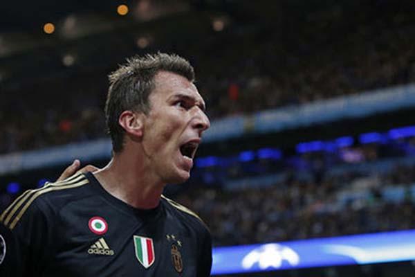 Mario Mandzukic saat bermain untuk Juventus./Reuters - Phil Noble