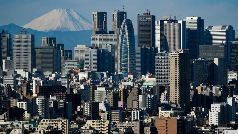 Gunung Fuji menjadi latar bangunan di Tokyo, Jepang. -  Akio Kon / Bloomberg