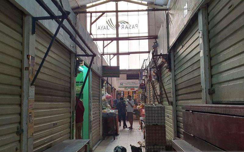 Kondisi kios-kios yang tutup di Pasar Gembrong Cempaka Putih, Rabu 24 Juni 2020. - Antara/Lvia Kristianti)