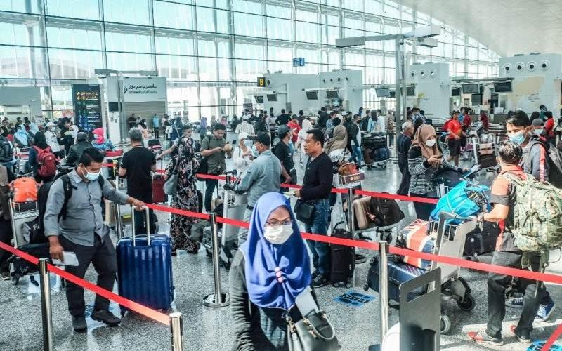 Sebanyak 246 warga dan pekerja migran Indonesia dipulangkan kembali ke Tanah Air melalui penerbangan khusus ke-6 dari Brunei Darussalam pada Minggu (19/7/2020) - Dok./KBRI Bandar Seri Begawan