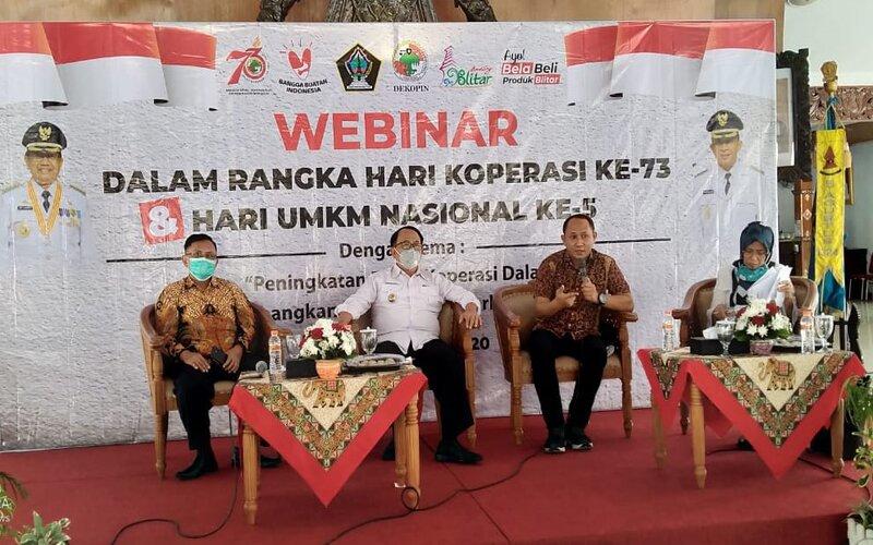Bupati Blitar Rijanto (dua dari kiri) pada  Webinar 'Peningkatan Peran Koperasi dalam Mengembangkan UMKM' di Pendopo Ronggo Hadinegoro, Rabu (15/07/2020) lalu. - Istimewa
