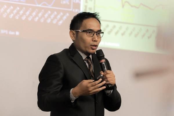 Direktur Eksekutif CORE Indonesia Mohammad Faisal memberikan paparan dalam CORE Economic Outlook 2019 bertajuk Memperkuat Ekonomi di tengah Tekanan Global, di Jakarta, Rabu (21/11/2018). - JIBI/Felix Jody Kinarwan