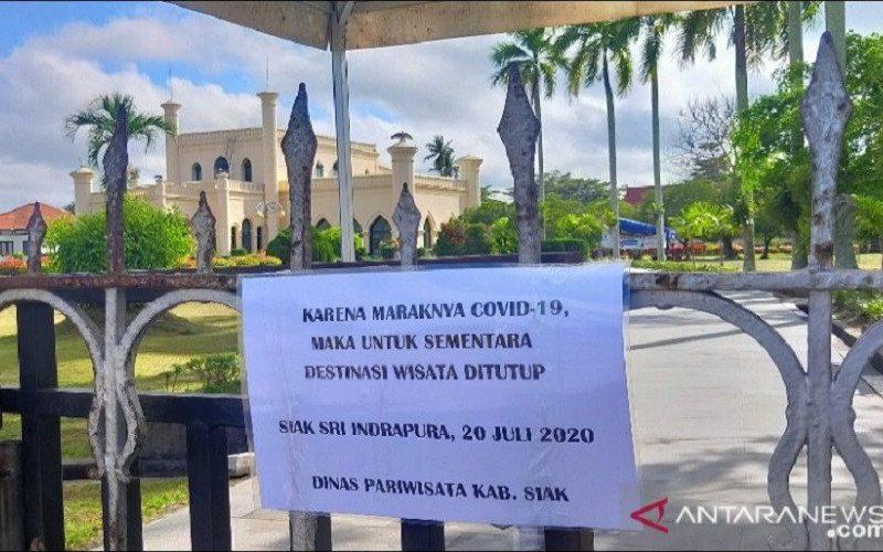 Istana Assereyah Hasyimiah atau Istana Siak kembali ditutup karena kasus Covid-19 yang melonjak. - ANTARA/Bayu A. Adha