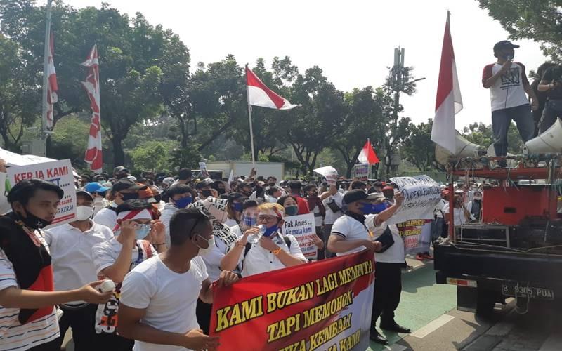 Seribu Karyawan sekaligus pengusaha tempat hiburan menggelar aksi demonstrasi di depan Balai Kota DKI Jakarta pada Selasa (21/7/2020) pagi. JIBI - Bisnis/Nyoman Ari Wahyudi