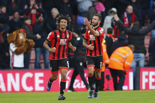 Dua pemain kunci di pertahanan Bournemouth, Nathan Ake (kiri) dan Steve Cook/Reuters - Eddie Keogh