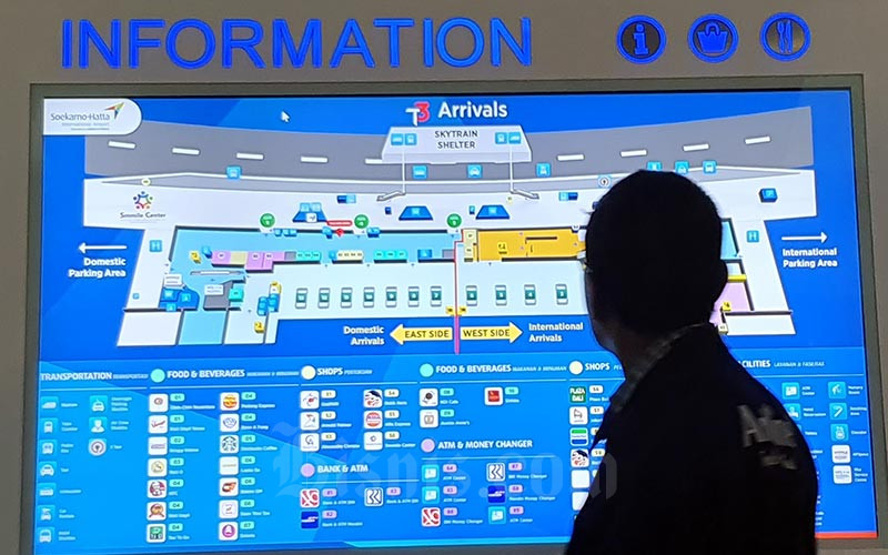 Warga berada di Terminal 3 Ultimate Bandara Soekarno Hatta, Cengkareng, Banten, Minggu (12/1/2020). Bisnis - Abdullah Azzam