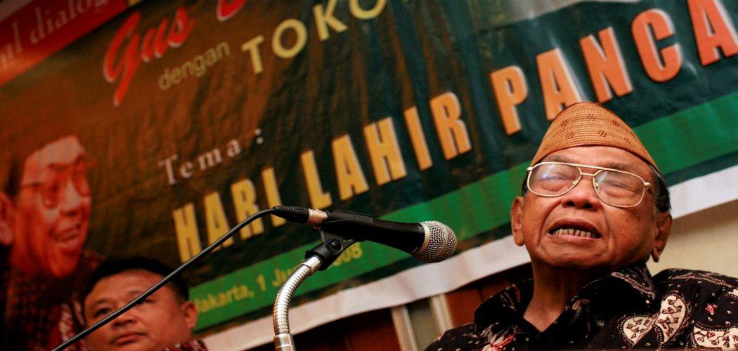 Mantan Presiden RI Abdurrahman Wahid mengecam pembubaran paksa unjukrasa Aliansi Kebangsaan dan Kebebasan Berpendapat (AKKB) oleh Front Pembela Islam, di Monas, Jakarta, Minggu (1/6/2008). - Antara/Alina