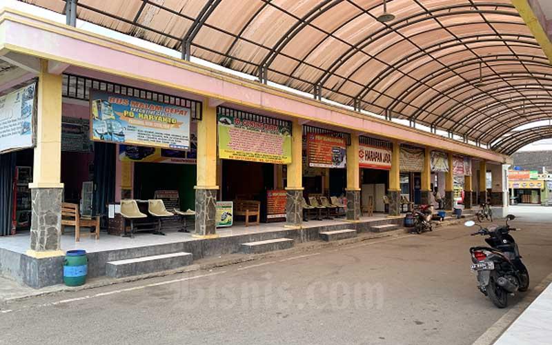 Kondisi kios-kios agen tiket bus antar kota di Terminal Gondangrejo, Karanganyar, Rabu 22 Juli 2020 sepi meskipun pemerintah sudah memperbolehkan bus beroperasi. - JIBI/Candra Mantovani