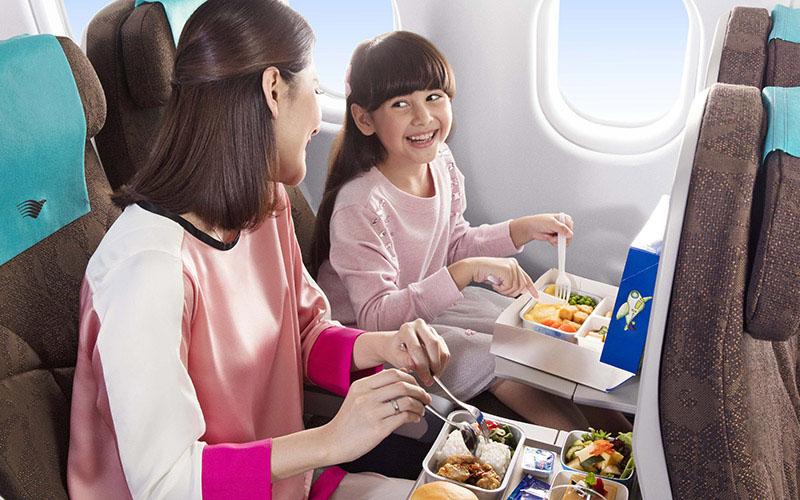 Ilustrasi layanan makanan di dalam penerbangan.  - Dok. Istimewa/garuda/Indonesia.com