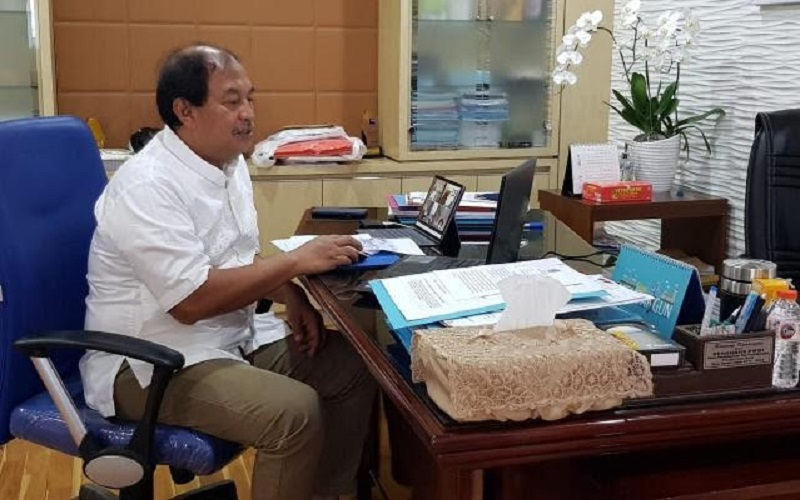 Kepala Disperindag Jabar Mohammad Arifin Soedjayana sosialisasi SIINas secara daring di Bandung