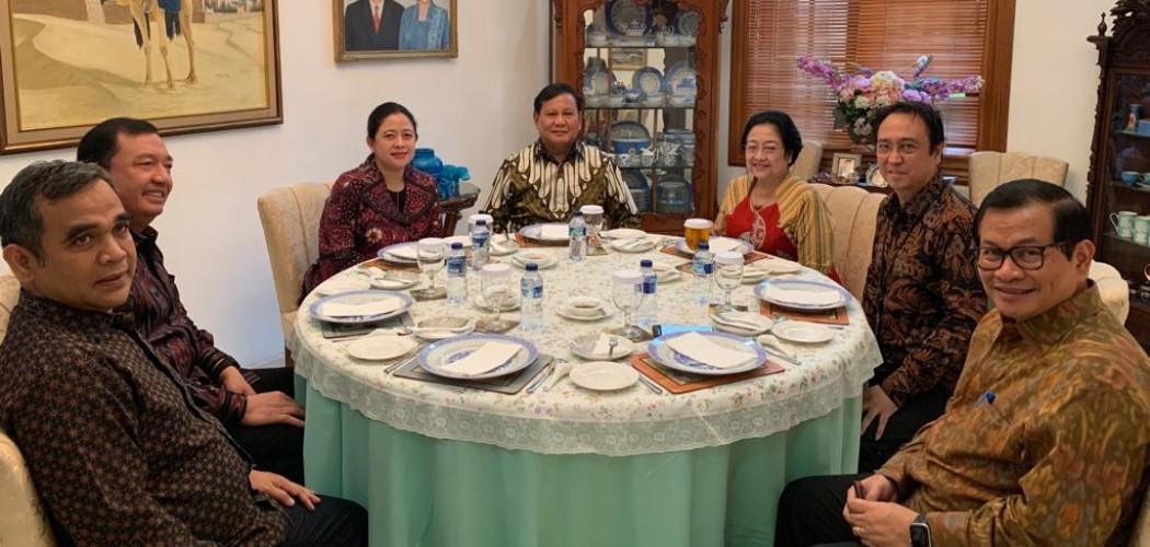 Megawati Soekarnoputri dan Prabowo Subianto bertemu didampingi Sekjen PDIP Hasto Kristiyanto, Sekjen Gerindra Ahmad Muzani, Kepala BIN Budi Gunawan, Puan Maharani, dan Seskab Pramono Anung. - Dok. PDIP